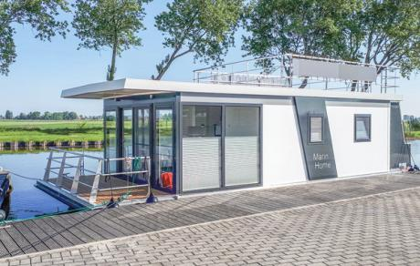 Houseboat Escapade