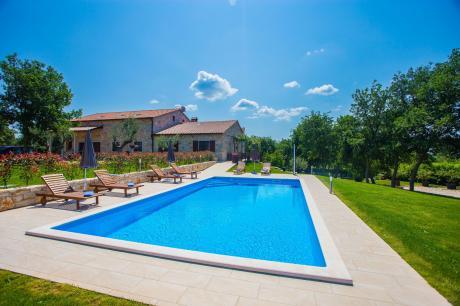 Apartment Jakici I with shared pool on horseback r