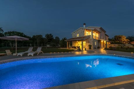 Luxusvilla Lemaliante mit Pool, Sauna und Whirlpoo