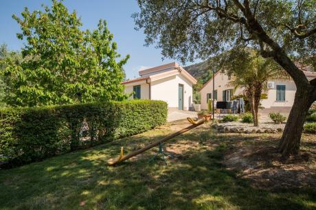 Case Vacanza Villa Garden Mono